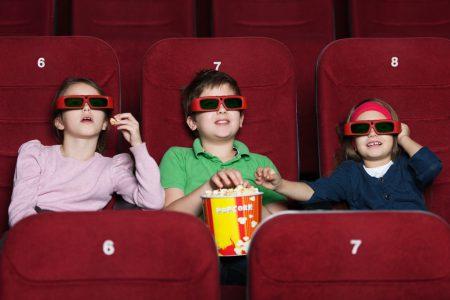 Menonton film bisa mendukung kegiatan eksplorasi anak