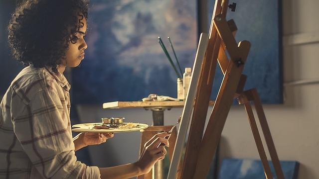 Anak Menjual Seni Lukisan Keterampilanya