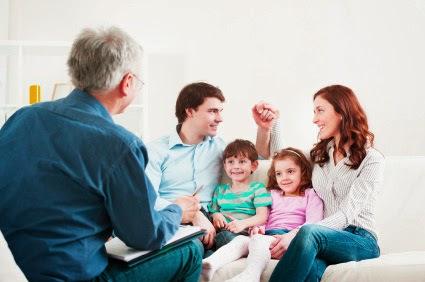 Curigai orang dewasa beda gender yang selalu ingin berduaan dengan anak