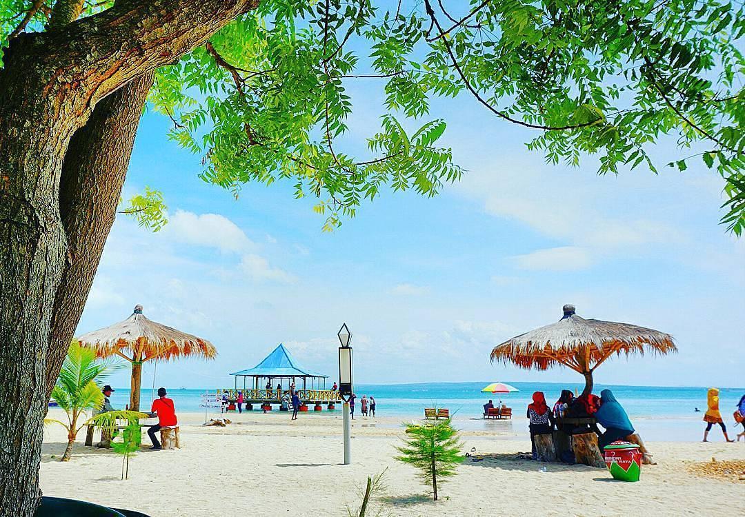 Perjalan Satu Hari ke Pantai-explorewisata.com