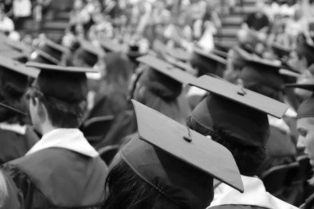 Apa yang Membuat Para Mahasiswa Terlambat Lulus?