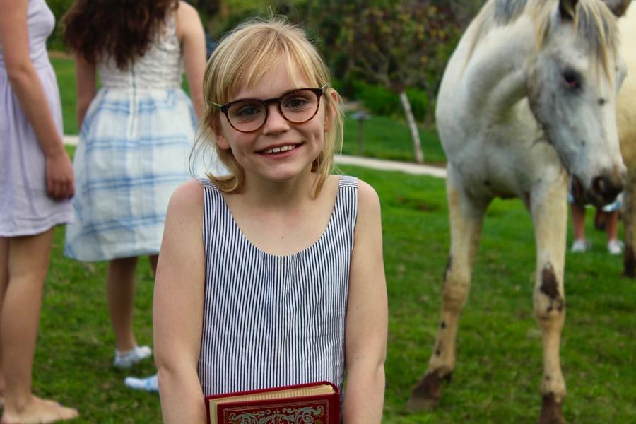 Anak Pakai Kacamata