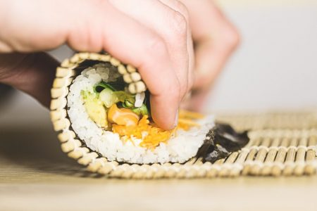 Anak Makan Sushi